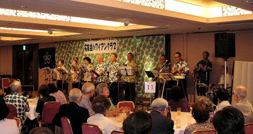 ハワイアンの演奏とコーラス